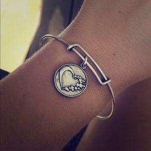 Whole heart -bracelet